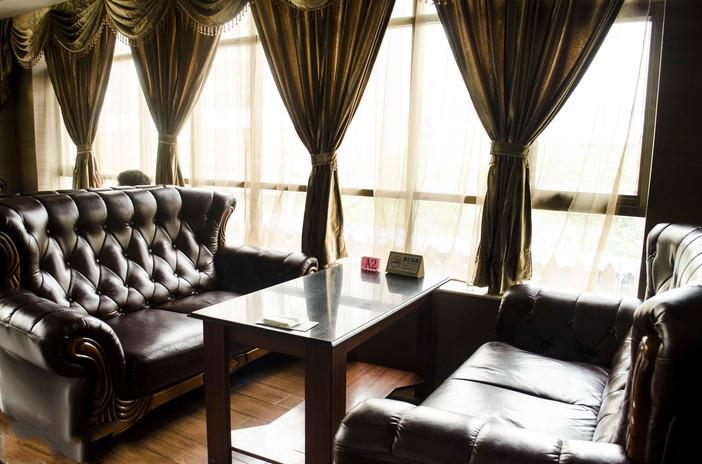 茉莉雅西餐厅桌椅家具定制工程案例
