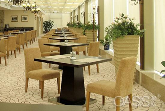 西餐厅桌椅定制如何选择餐饮家具厂