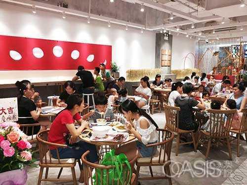 西餐厅设计装修需要桌椅搭配吗?如何选桌椅厂家
