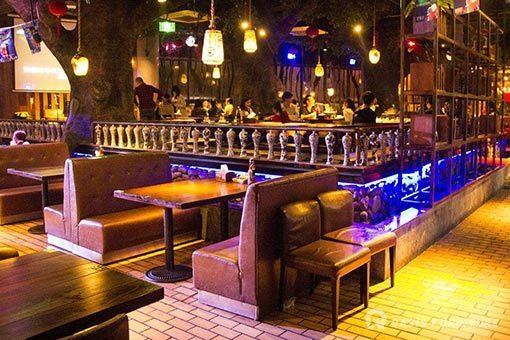酒吧椅设计特点有哪些要求?年轻人都喜欢去酒吧吗?